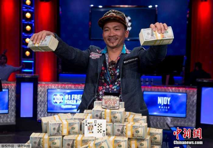 当地时间11月2日,德州扑克系列比赛决赛在美国拉斯维加斯举行,自称