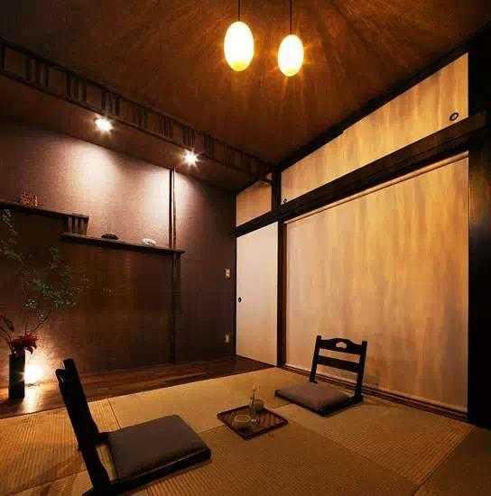 榻榻米用电视的木-榻榻米装修材料哪种好-榻榻米背景材质墙石膏线容易爆裂吗图片