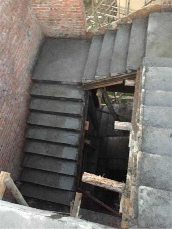 9×3.0米的空间,如何设计三跑楼梯?