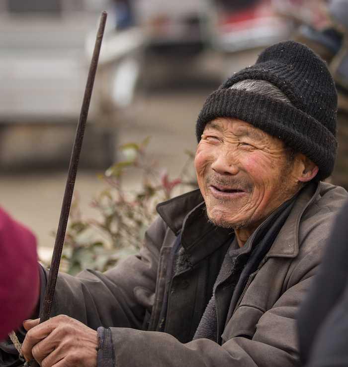 农村老人悼�z#���_8张农村留守老人照片,第8张让人看着太心酸