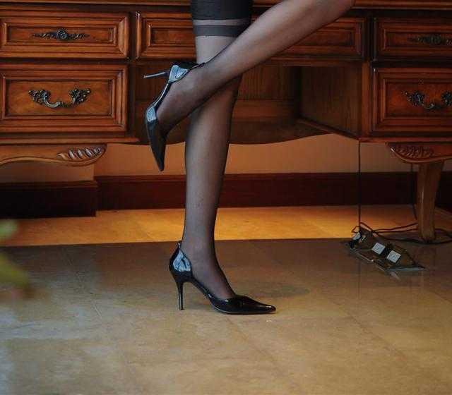 美女美女爱高跟鞋!续写春秋时尚合租图片