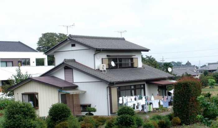 圖為:日本農村房子各有特色,風景還不錯,村周圍比較干凈.