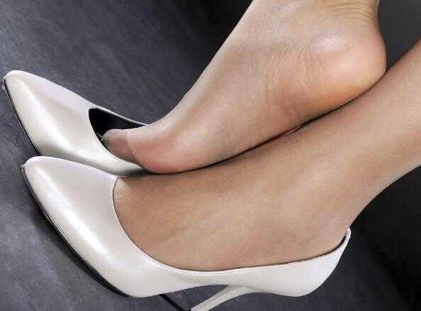 美女美女高跟鞋a美女时尚餐厅烹饪之中文版图片