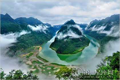 据说广西的大明山风水极佳,在大明山周围出过许许多多的大官,高官和