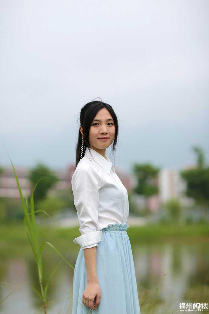 福州妹子为了拍写真,大冬天还穿着裙子在湖边吹风-好看