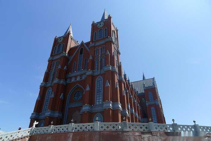 欧式旅游观光婚礼宫也称鹰山大教堂,当地人称它为婚礼宫.