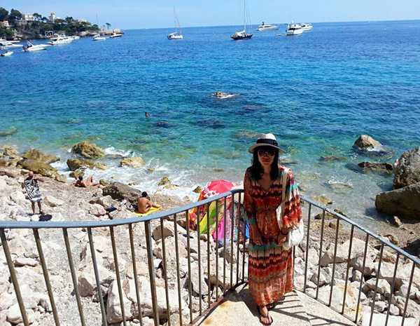 法国裸体大全_她,在法国裸体海滩体验了\