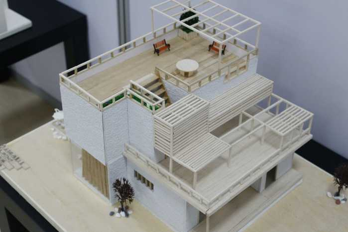 四川大学锦江学院学生制作精致建筑模型 何孟书 摄