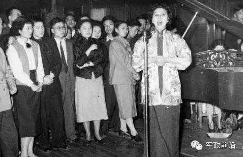 60年代人们思想非常保守,终于有学生老师发现了李双江和蒋英的师生恋