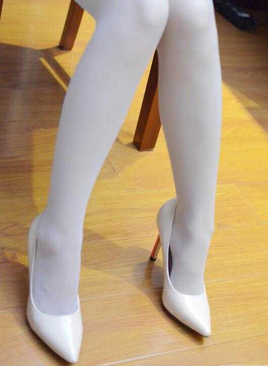 美女美女高跟鞋捷克时尚乳图片