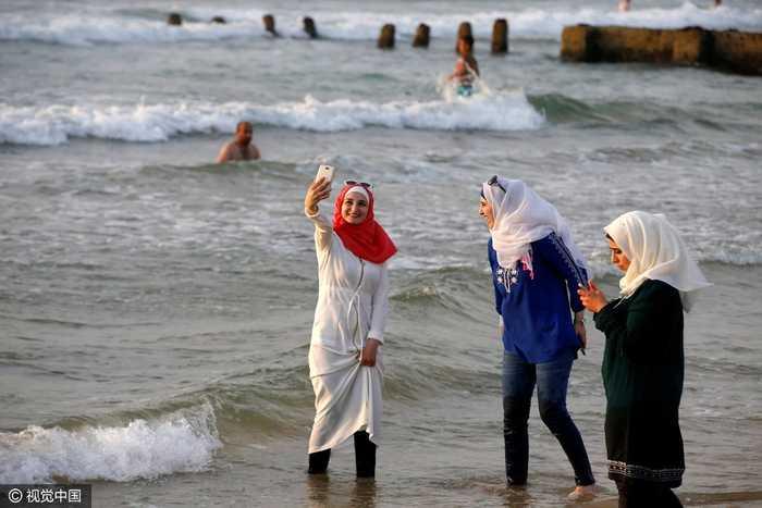 以色列:穆斯林美女穿布基尼妇女v美女,与比基尼海滩争艳世上最美女童图片