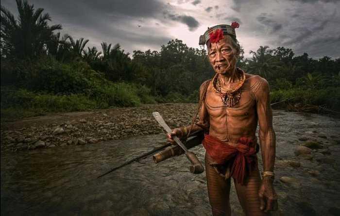 实拍神秘原始部落:树叶做裙子,女性赤裸上身不穿衣图片