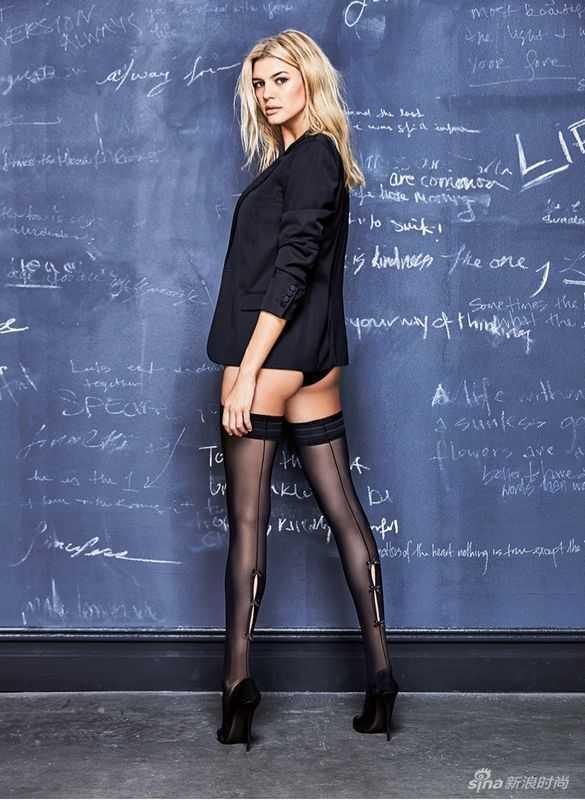 女老师凯莉_美国金发大妞凯莉扮性感女老师 黑丝短裙秀美腿