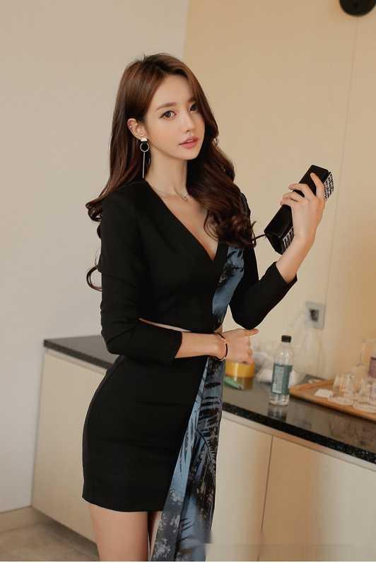 身穿个性职业长裙的韩国时尚美女模特孙允珠