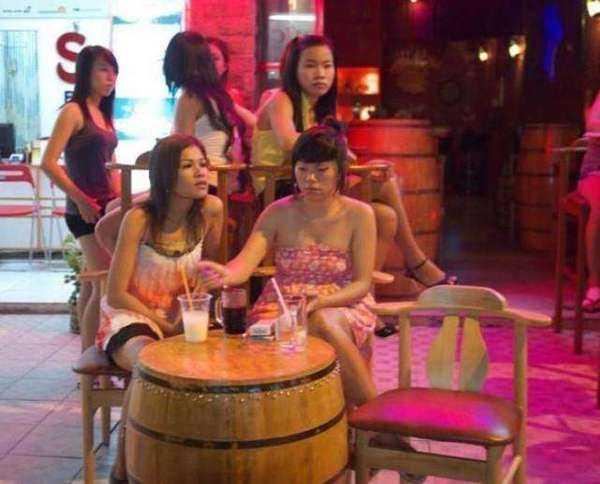 越南酒吧妹2014_实拍越南酒吧里年轻女子买醉生活, 有的还是学生妹