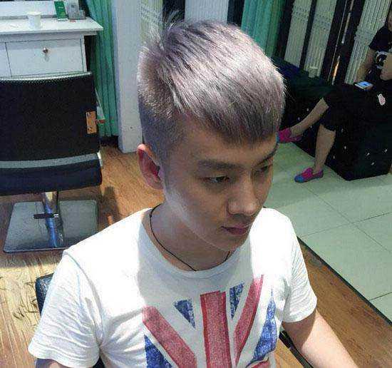 两边剃短,齐刘海设计,看上去清爽又帅气,是很多酷男必留发型.图片