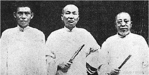 民国旧上海青帮三大亨之一 天字辈老大为黑帮老大 徒弟是蒋介石