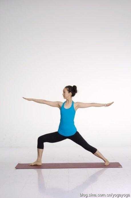 立春瑜伽课程 一 树式图片