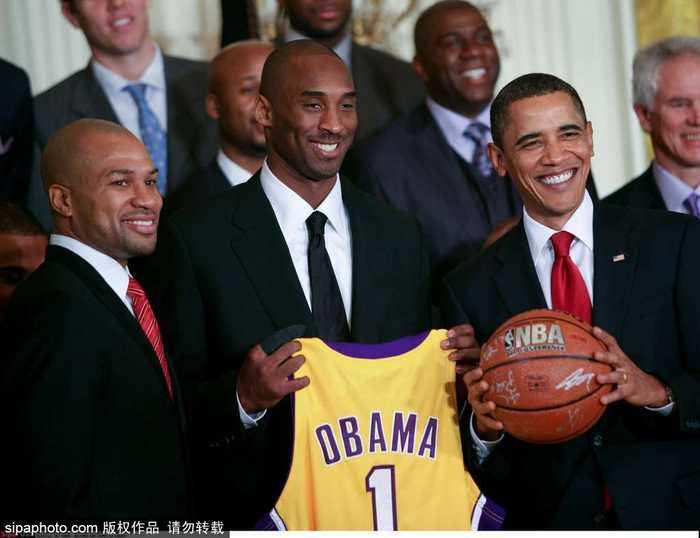 美国华盛顿,总统奥巴马在白宫接见芝加哥公牛队队员.