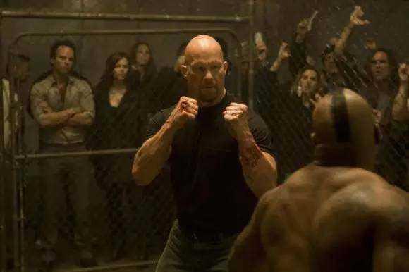 关于泰森在监狱被打一事,盛传最多的版本是被一名叫金哈格的
