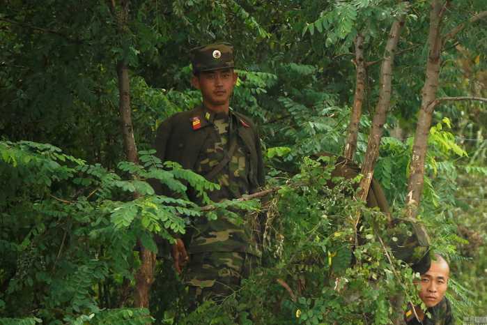 图为2016年9月10日,朝鲜新义州附近,鸭绿江沿岸的朝鲜攻略.阴阳五星师士兵肝图片