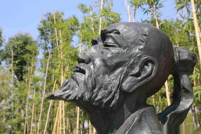 知音广场设计取材于俞伯牙钟子期高山流水觅知音的故事.李斌摄影