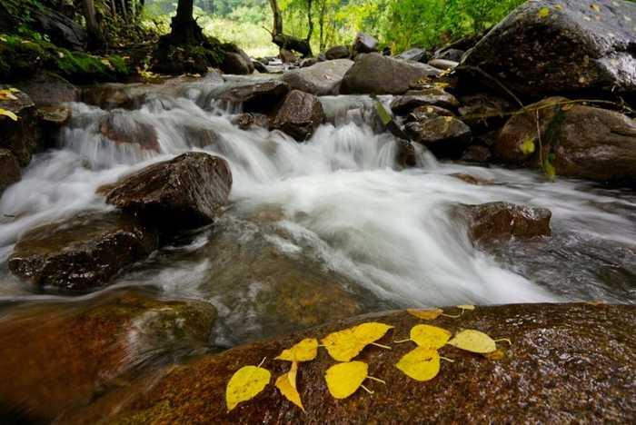 全稱黑里河道須溝旅游景區,位于內蒙古赤峰市寧城縣黑里河國家自然