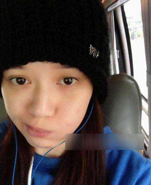 陈乔恩齐刘海素颜照片丑的认不出来,对比林心如素颜照图片