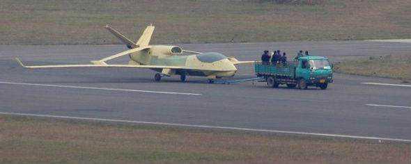 此外在推进式螺旋桨飞机上难于找到发动机和螺旋桨的恰当位置,特别是