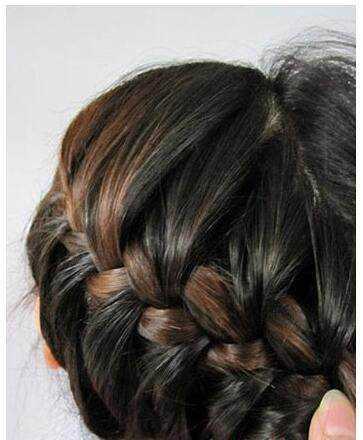 韩式蝎子发型扎发图解,让你轻松掌握蝎子辫编发的技巧图片