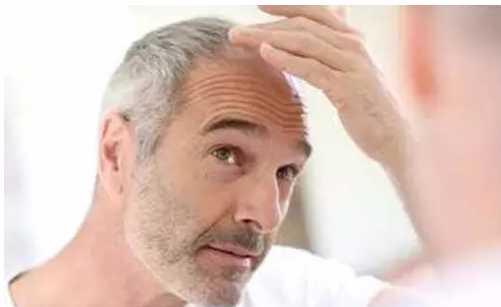 请往下看 白发无论以哪种形式出现,我们都难以接受 老人年迈,白发苍苍图片
