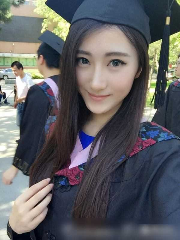 北电中戏的身着季美女,毕业学士袍v美女人美女网立方图片