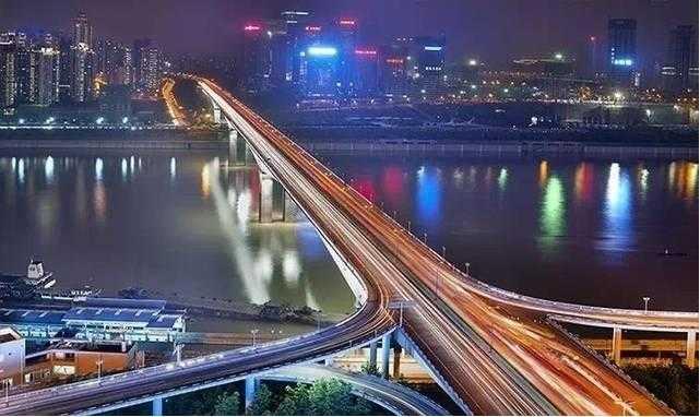 它的建成通车完成了重庆中环路上的关键一环,使两江,四岸,三区紧密