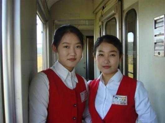 看惯了网红脸整容脸,朝鲜女孩的鹅蛋脸让人眼前一亮
