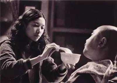 性sheng活影片裸体zuoai_《我和爸爸》(在影片里,徐静蕾突破性地将父女关系演绎地既是亲情,又