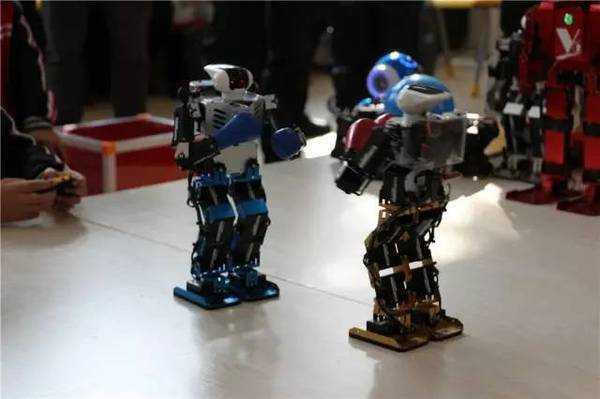 ai机器人创积木,一起和机器人小灵教育,体验创新对话课室的课程.所有的乐高魅力推土机怎么拼图片
