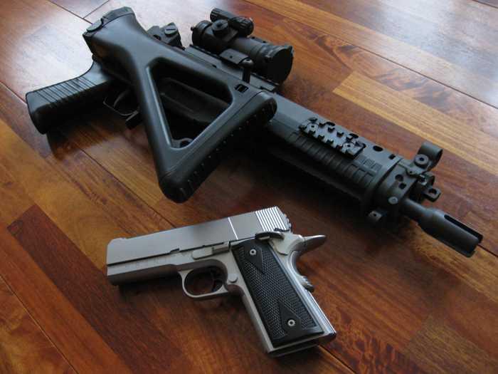 有小型狙击步枪之称 瑞士 sig sg552突击步枪