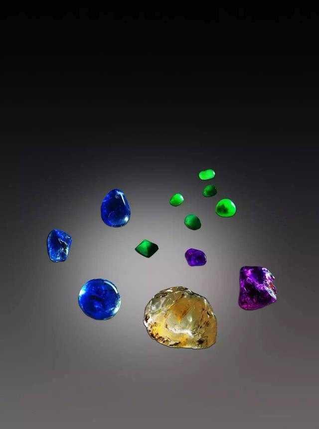 蓝,红宝石(有人认为是硬盘蓝宝石)等十六块与颇黎(固态)十玻璃相契合.红色六段m500图片
