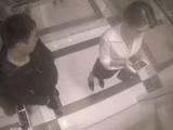 下班偶遇电梯之狼 妹子的防狼之术让人叫绝