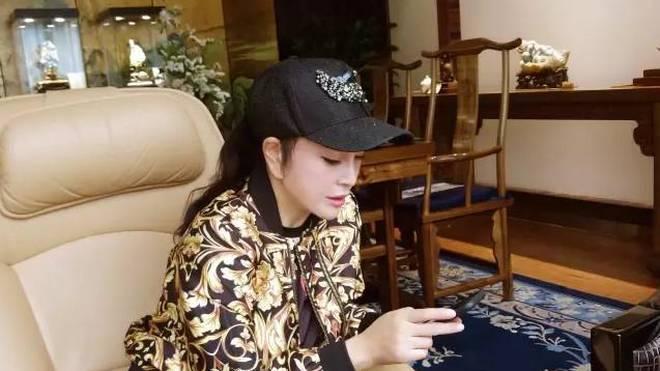 刘晓庆最新近照,网友 风韵不减当年图片